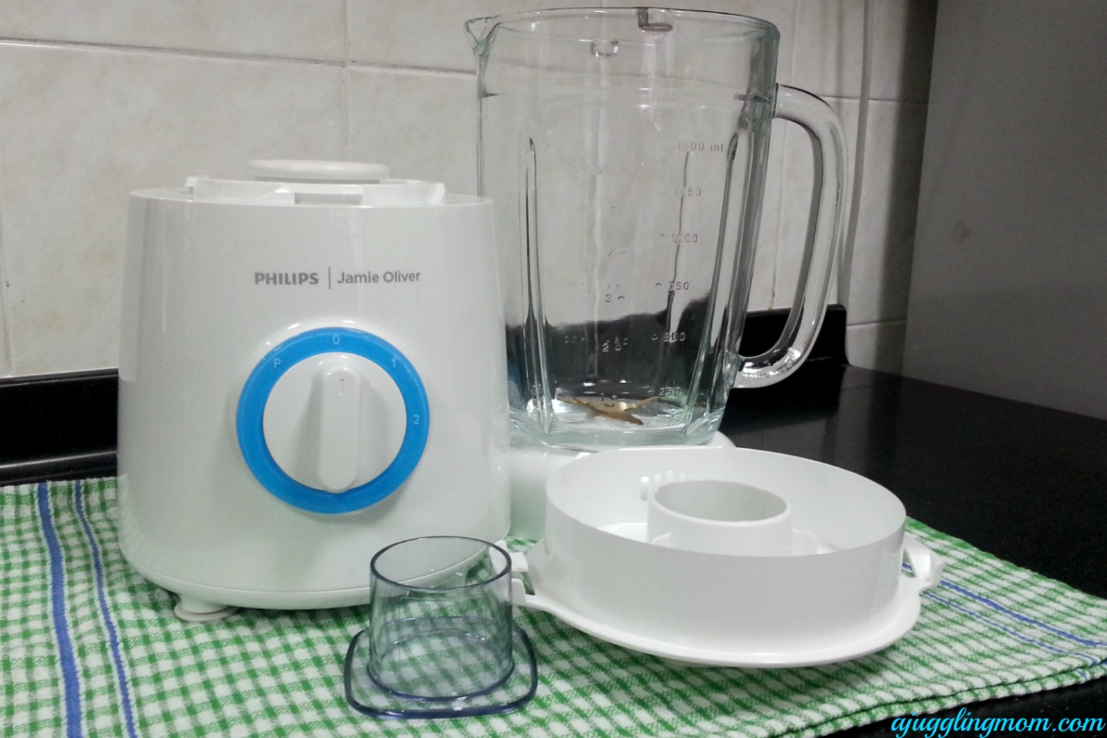Uncategorized Jamie Oliver Kitchen Appliances starting the day with philips jamie oliver blender a juggling mom i like how simple it is just 2 speed options and pulse setting unlike other blenders jar for this m